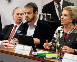 Senadora Marta Suplicy abre os trabalhos da audiência pública.